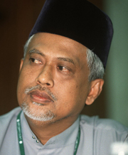 http://dppbtr.files.wordpress.com/2010/01/mahfuz-omar.jpg